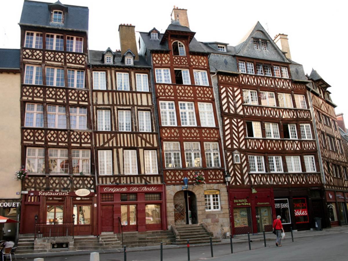 Rennes---Place-Sainte-Anne---Emilie-Agniel.jpg-800