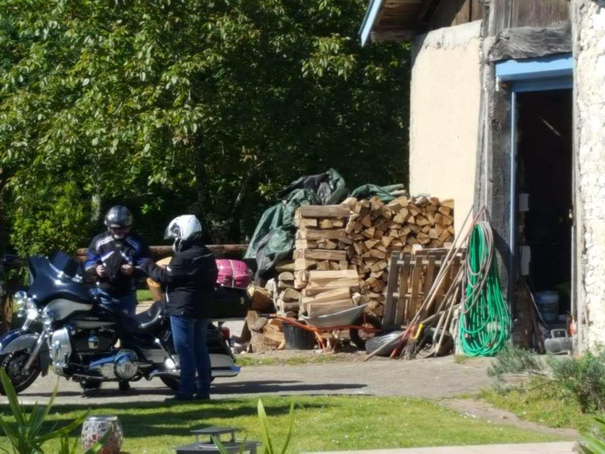 Grange pour mettre les motos à l'abri