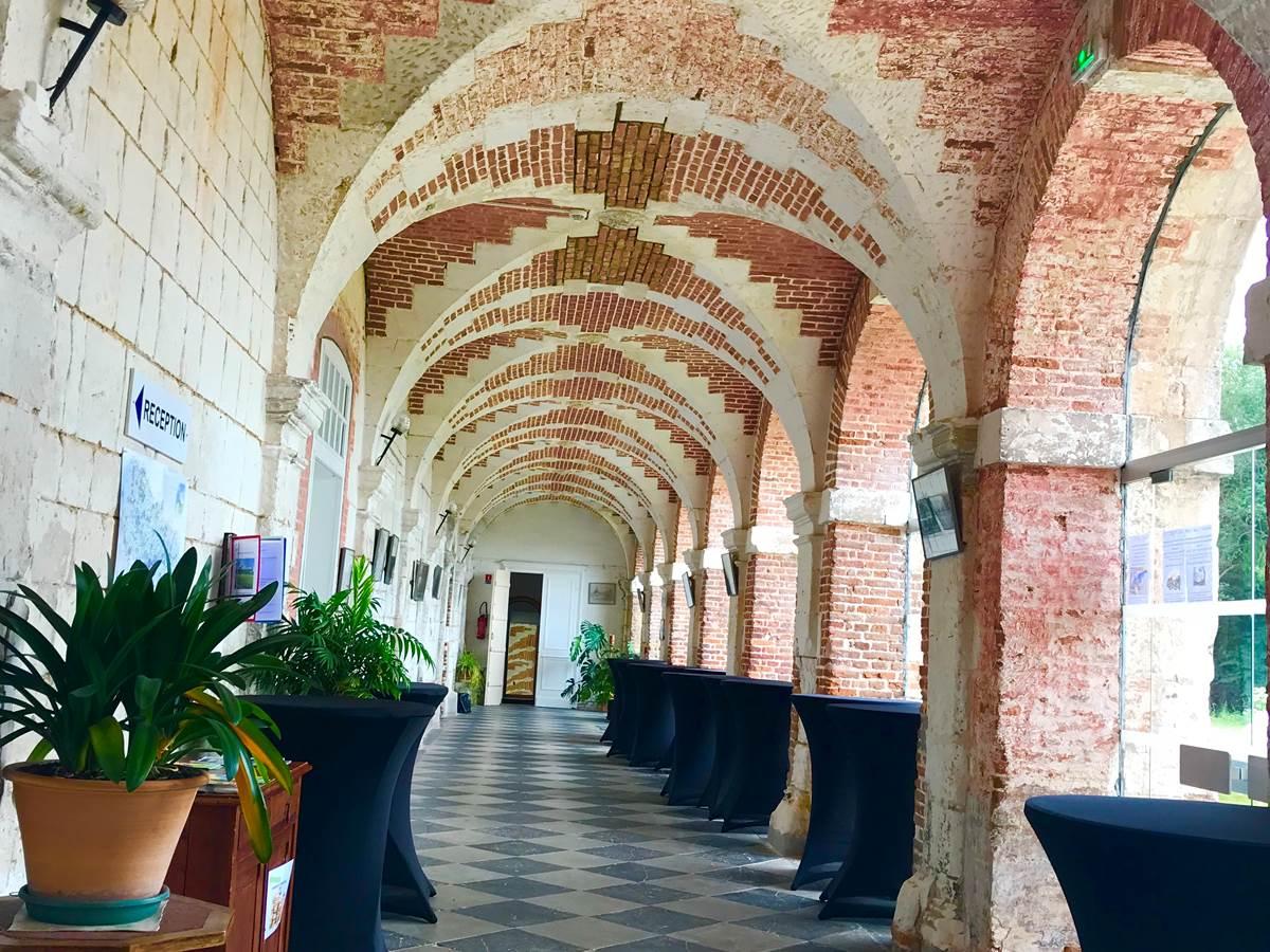 intérieur de l'abbaye, hall d'entrée