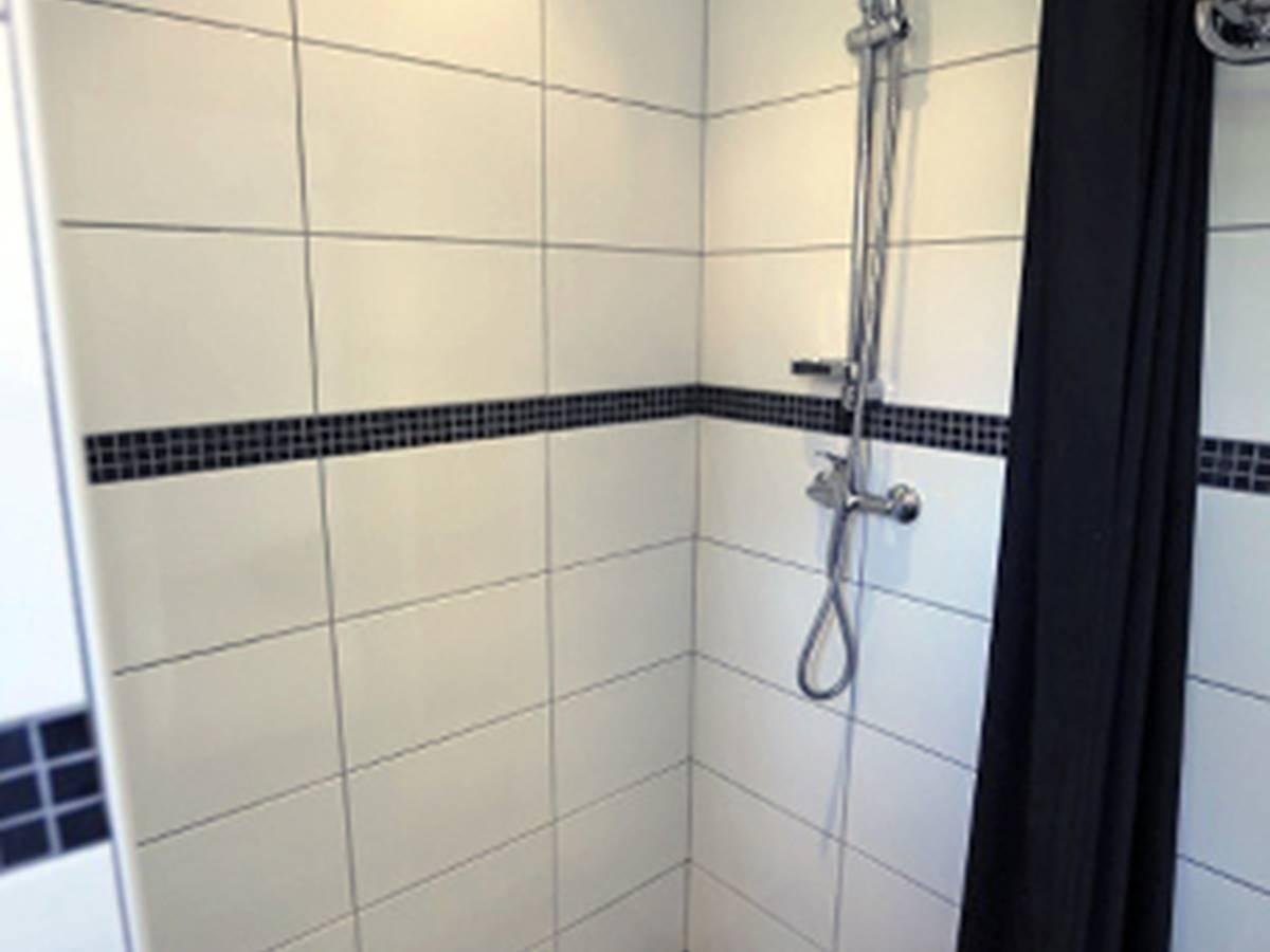 hebergement-chambre-yucca salle de bain