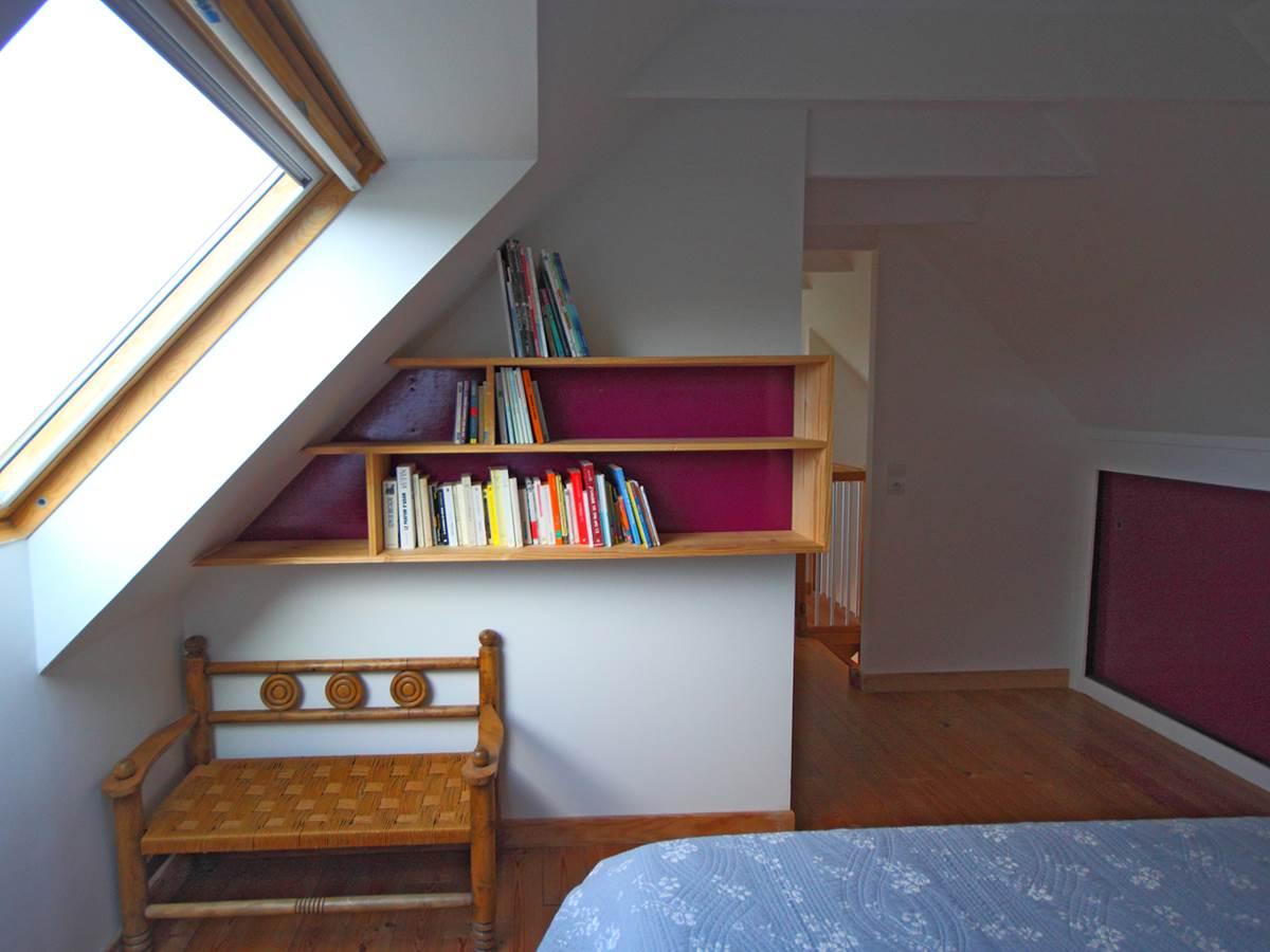 Une curiosité  le petit canapé du style breton des années 30 !!