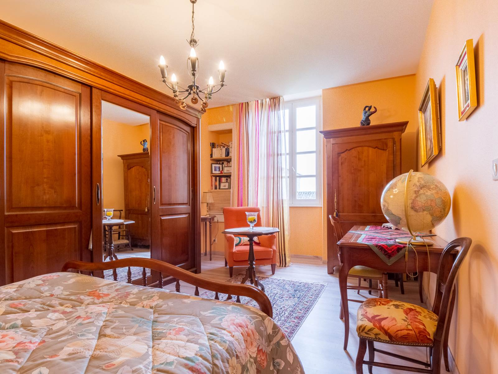 Saint Roch chambre orange.jpg