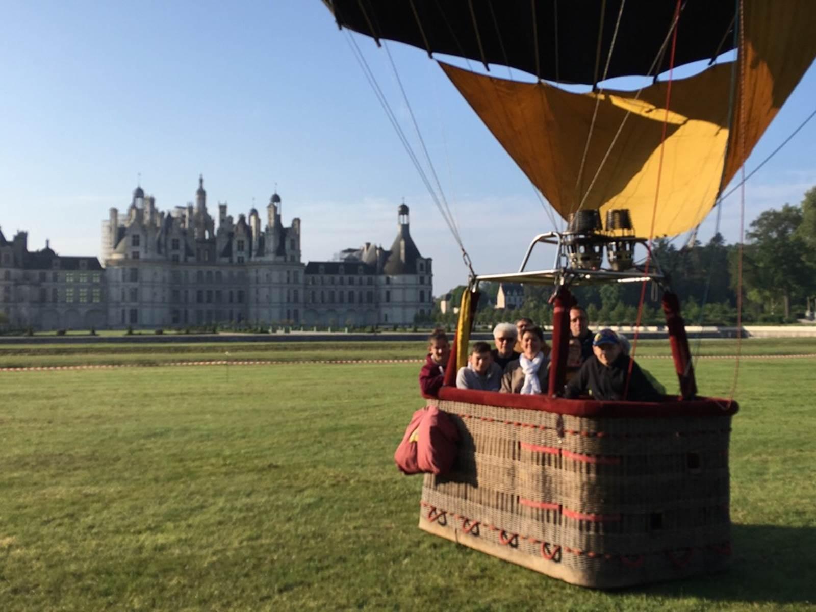 Gites de l'Aérostier Blanchard en Sologne vol en mongolfière au chateau de Chambord