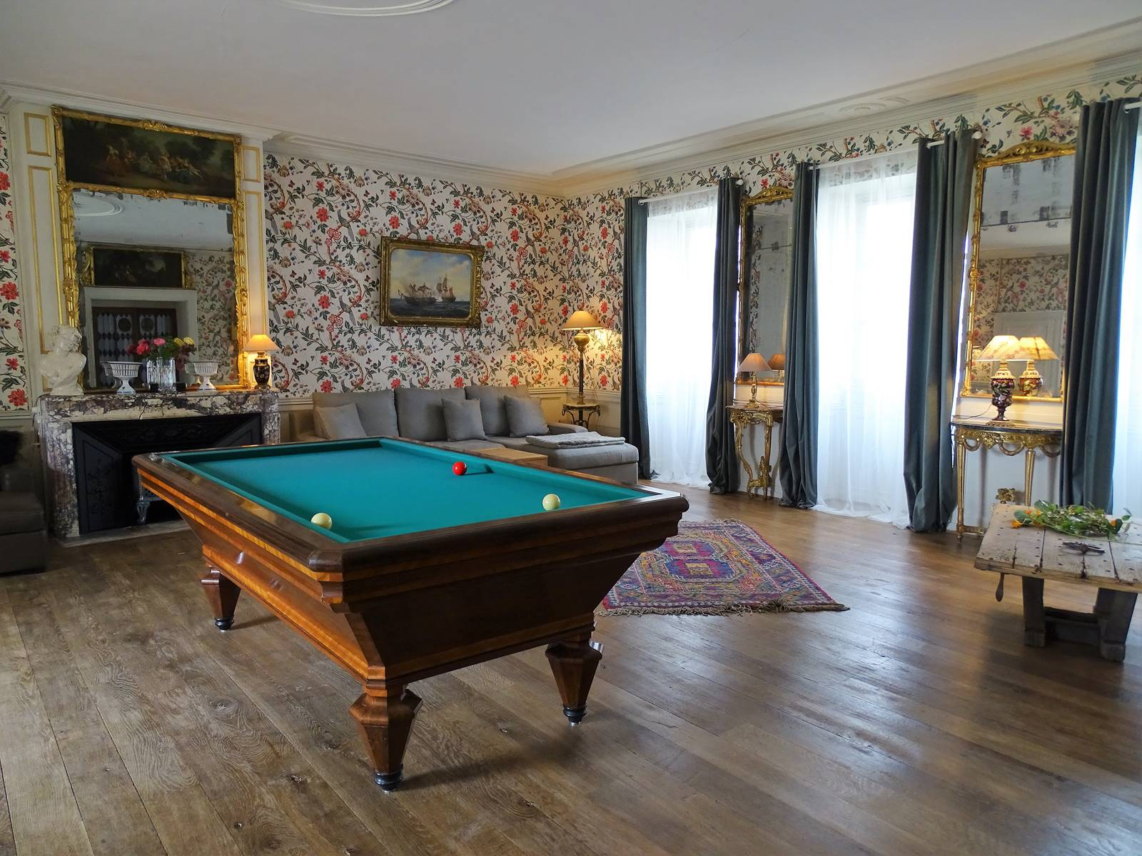 Grand salon, billard Français.