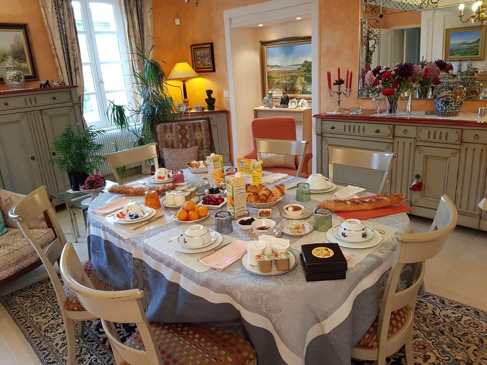 Saint Roch petits déjeuners chez le propriétaire.jpg