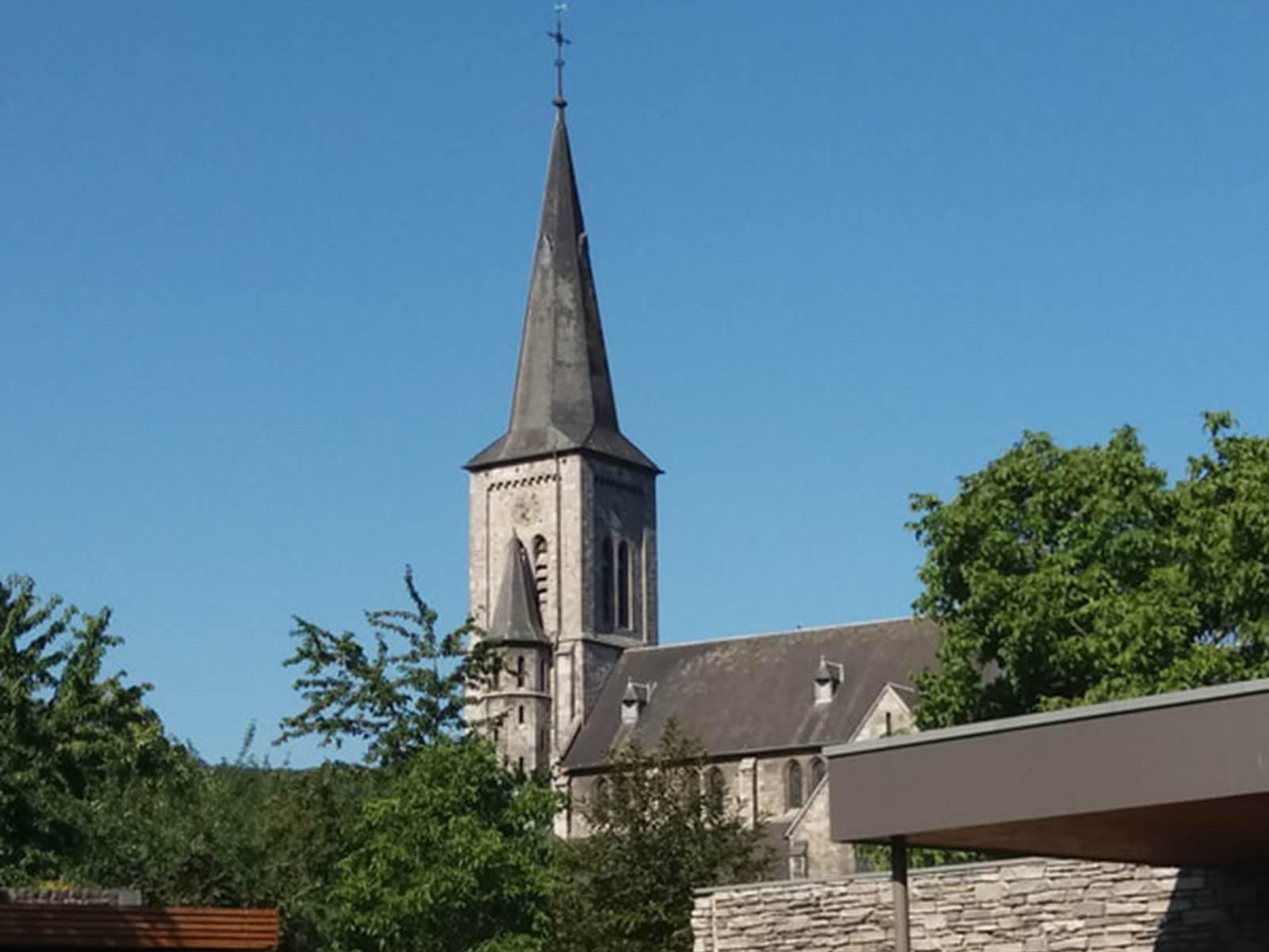 le jardin vers l'église