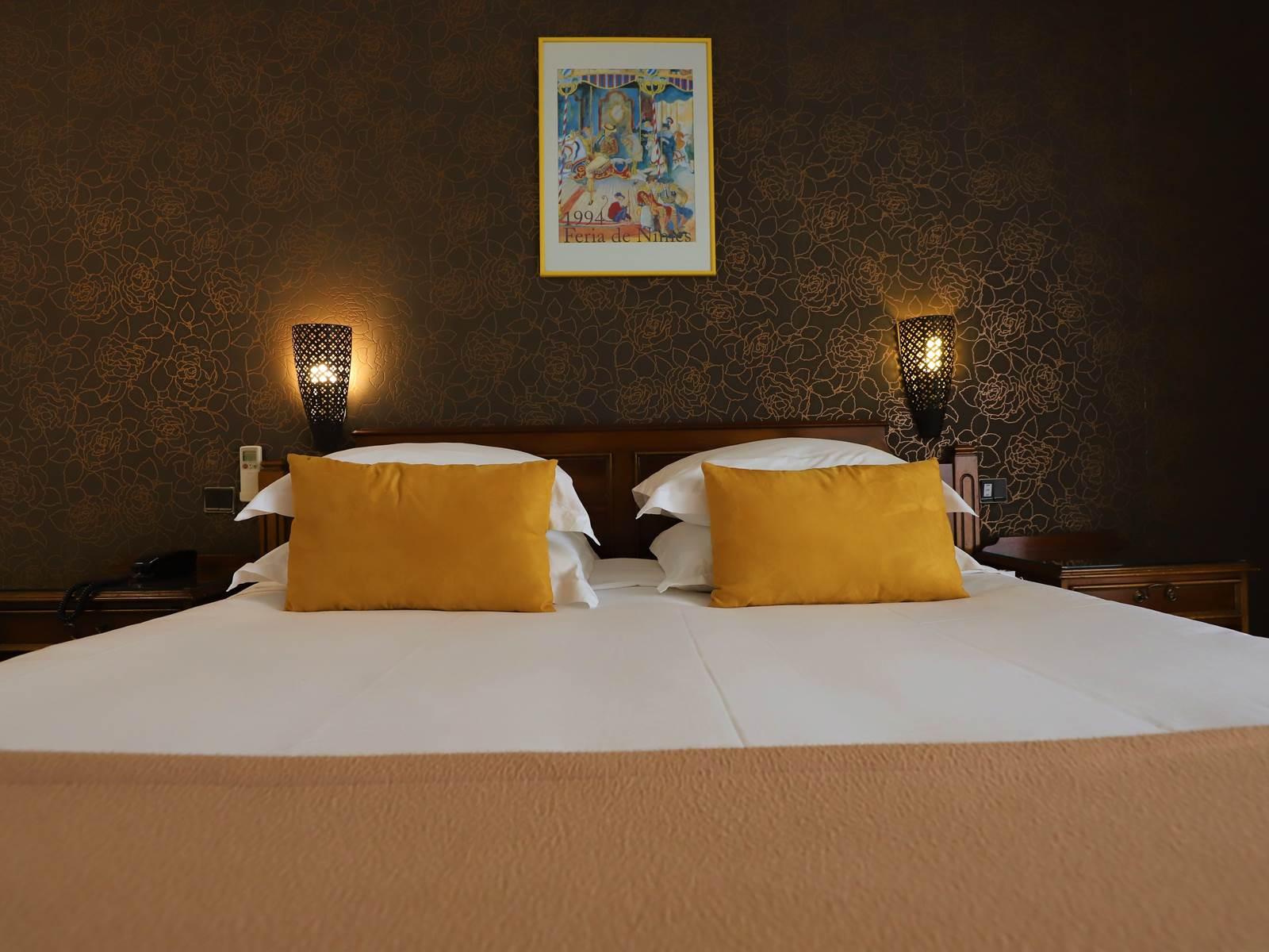 Hotel des Tuileries, Nîmes Centre, literie Epeda Club Royale confort 4
