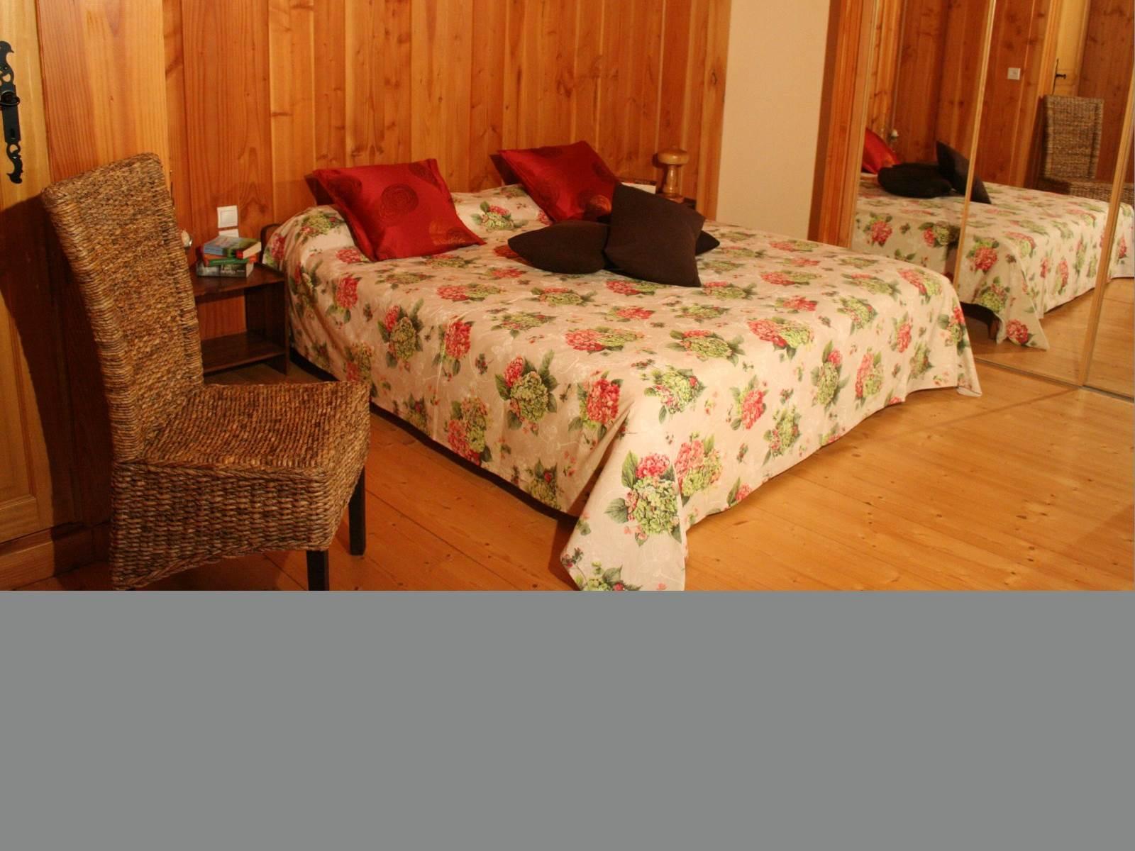 Chambres d'Hôtes Printanière de 45m² avec espace salon, tisanerie, douche et WC séparé. 2 à 4 personnes.