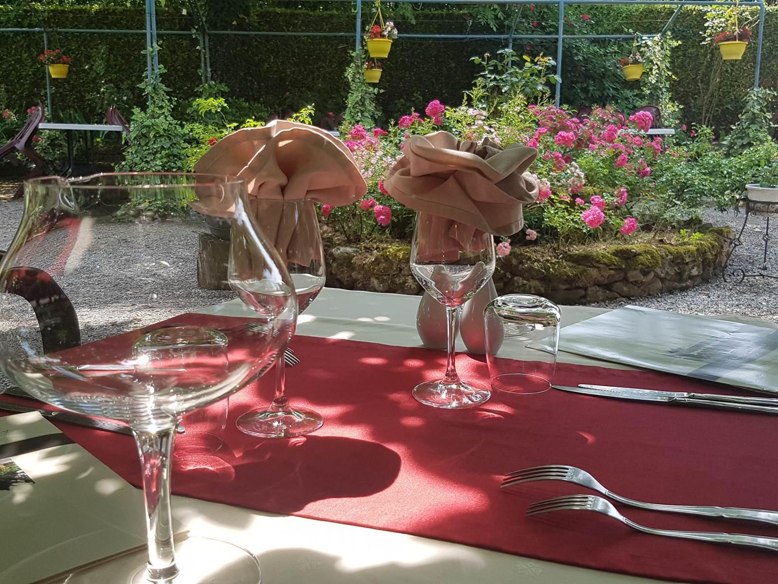 Manger au jardin, terrasse au Ranch des Lacs