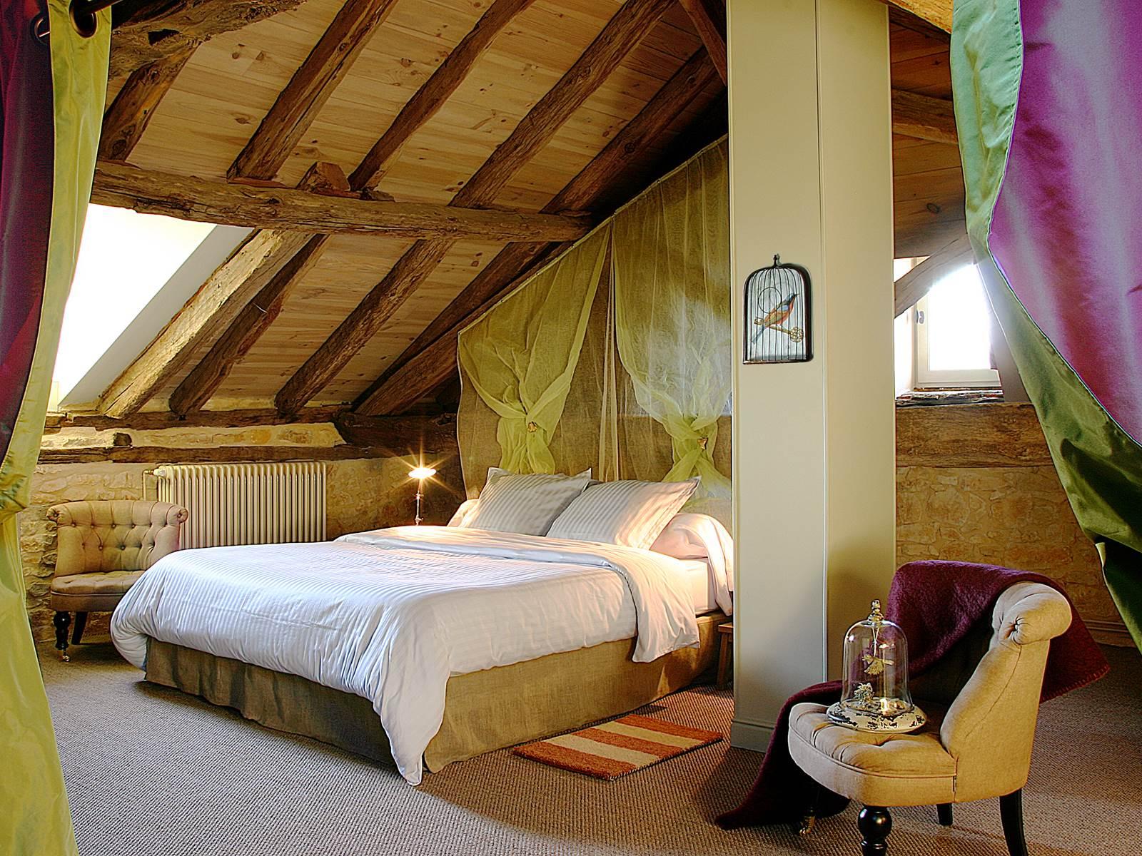 Chambre sous la magnifique charpente du 18ème siècle