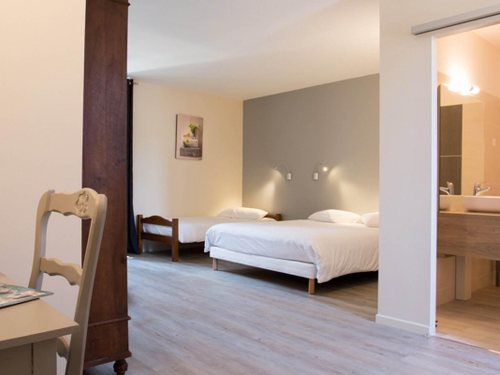 sejour vacances Hotel Restaurant Le Sully Saint-Saud-Lacoussière chambre room zimmer Dordogne Perigord France
