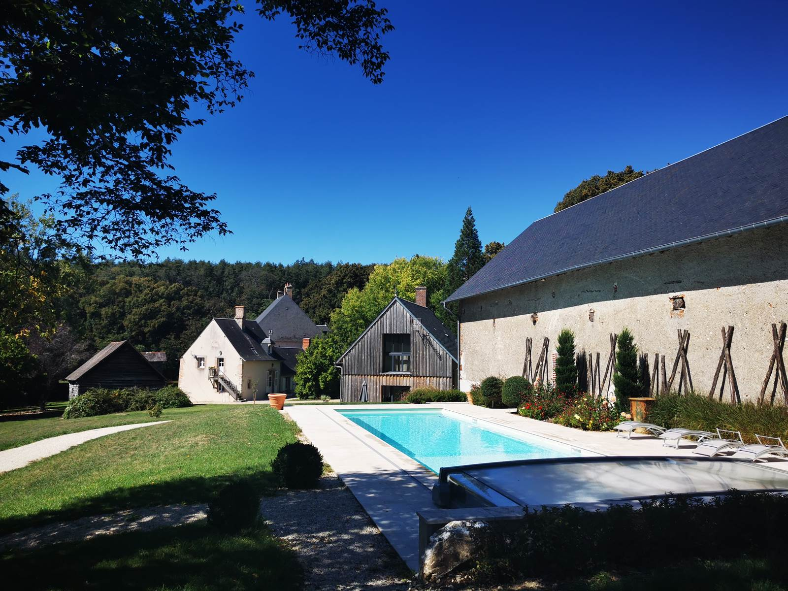 La Verrerie d'Ivoy L'Annexe,  l'Atelier et la piscine