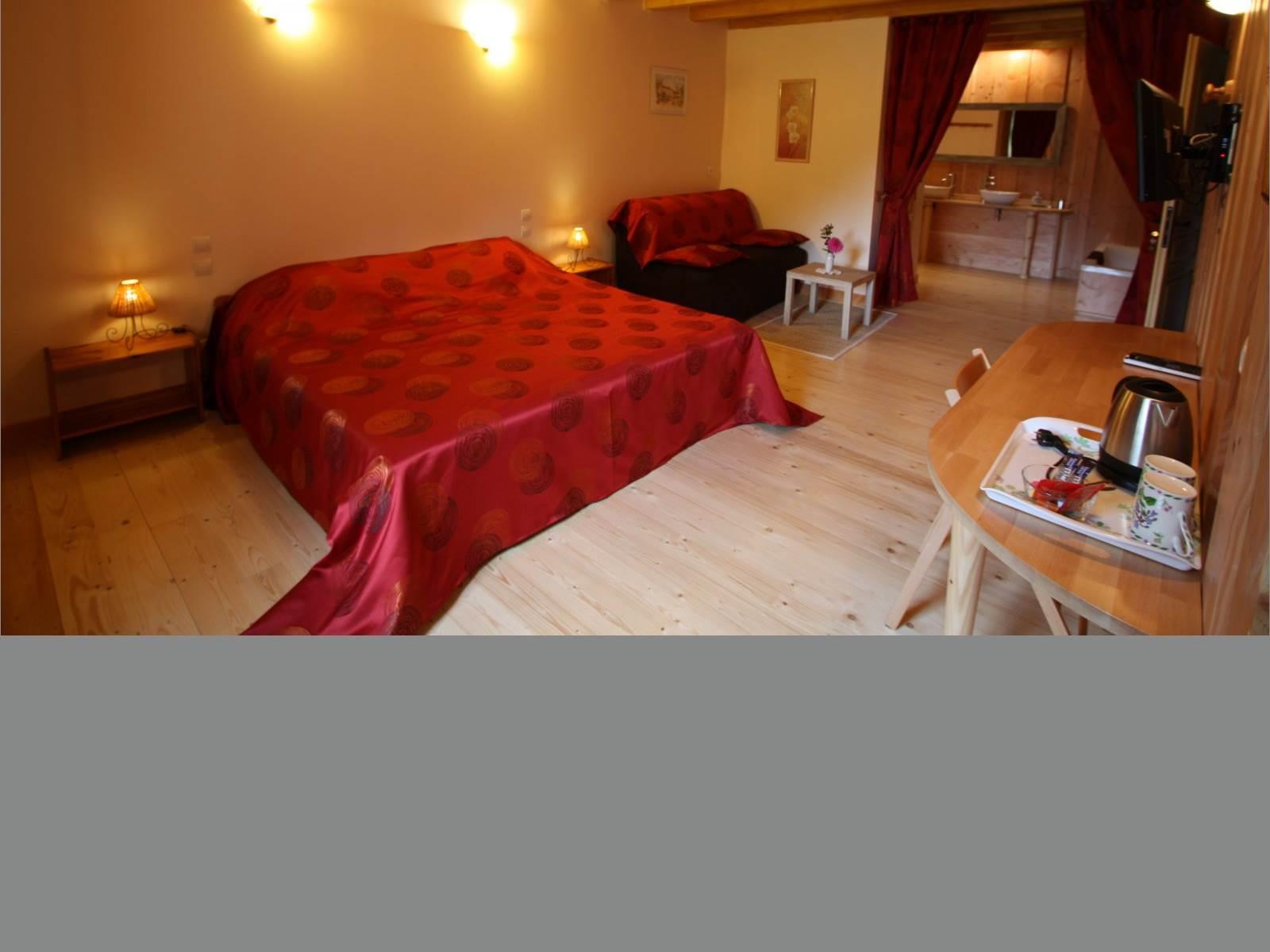Chambre d'Hôtes Rubis avec Salle de bains et WC séparés, espace tisanerie à 4Km de Bains les Bains, Vosges