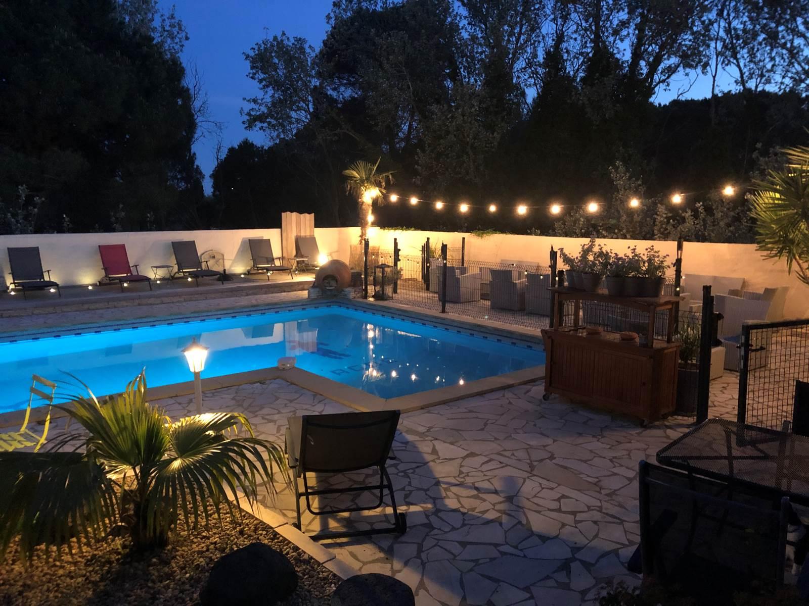 la piscine éclairée