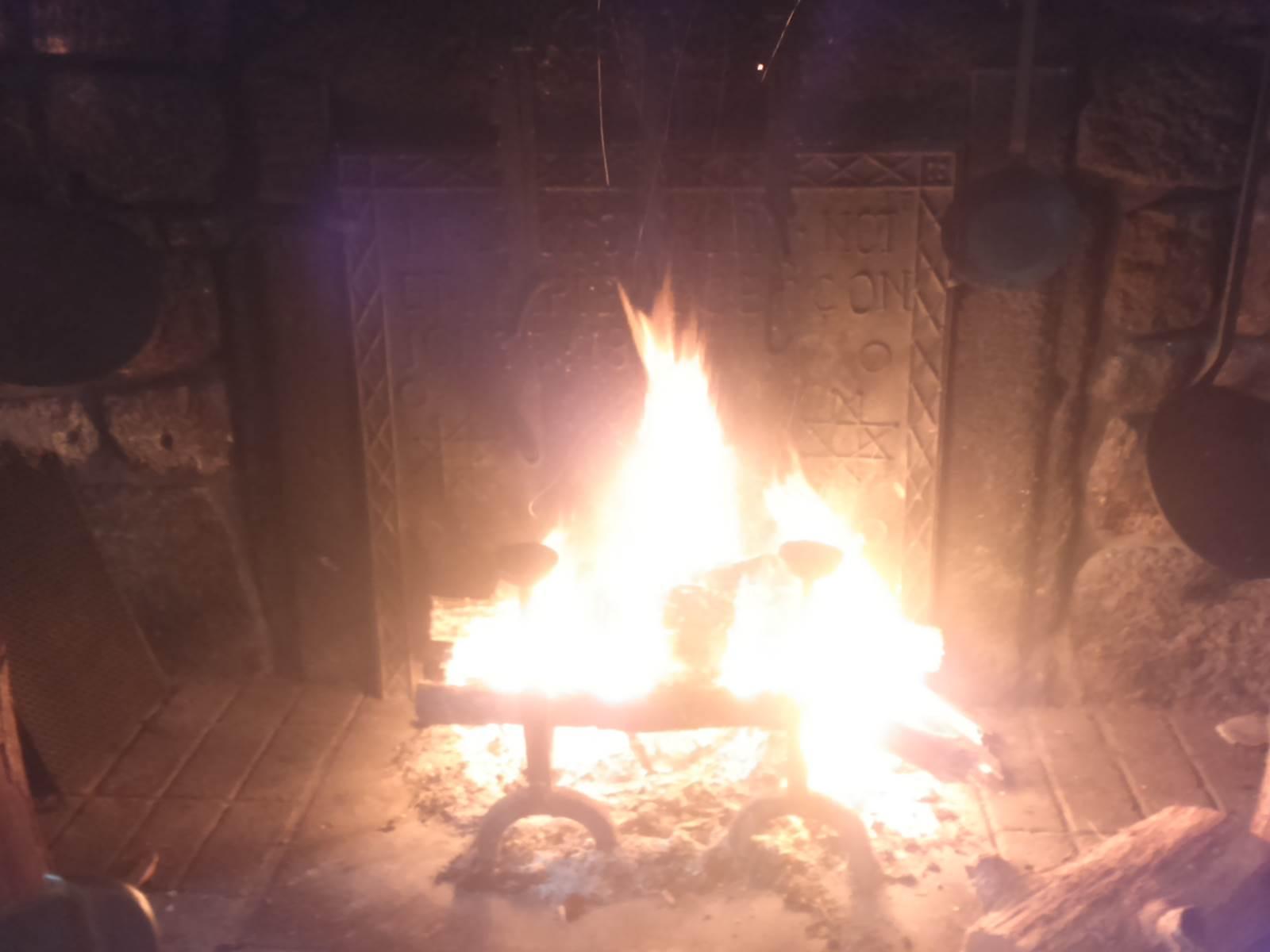 Le feu de cheminée au Sully