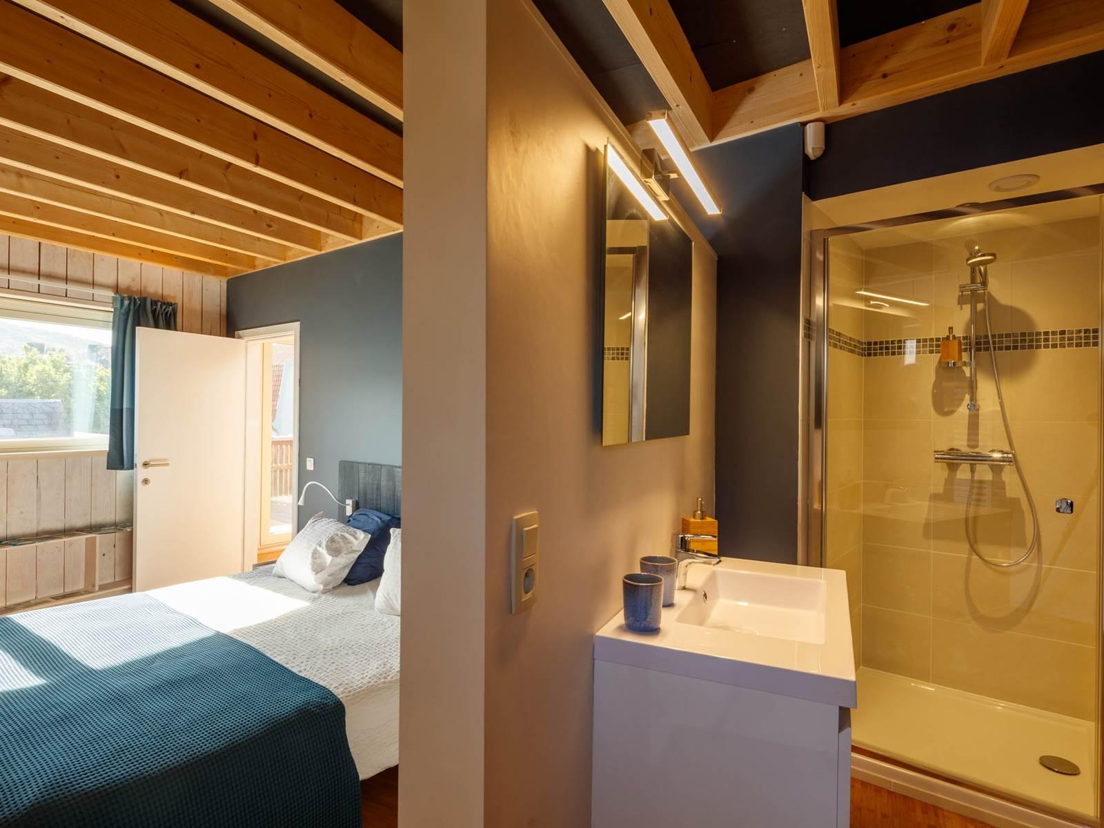 lit et salle de bain minérale