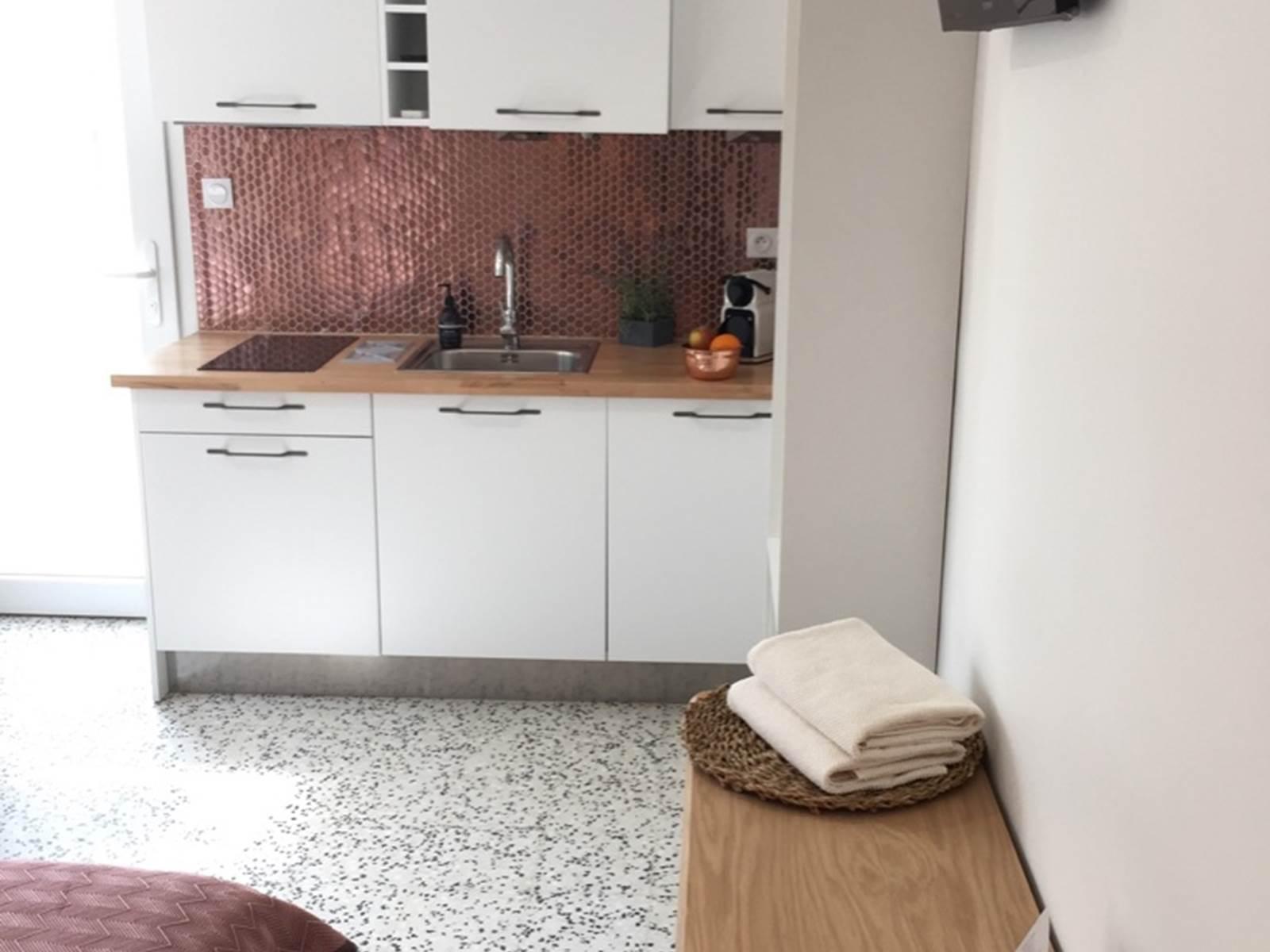Alba Studios 1, Saint Cyprien, bureau cuisine
