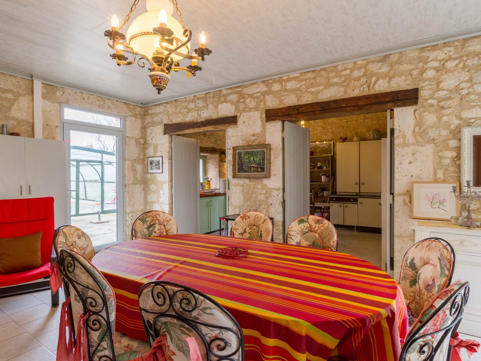 Saint Roch chambres d'hôtes séjour cuisine en enfilade à partager par les hôtes.jpg