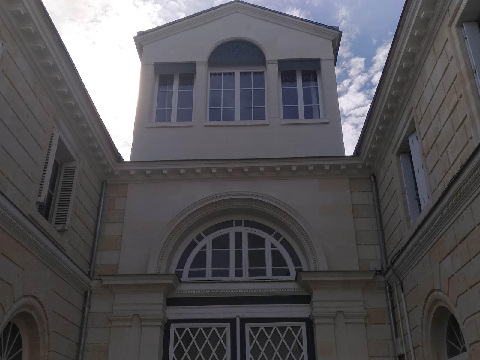 Maison vue de la cour intérieure