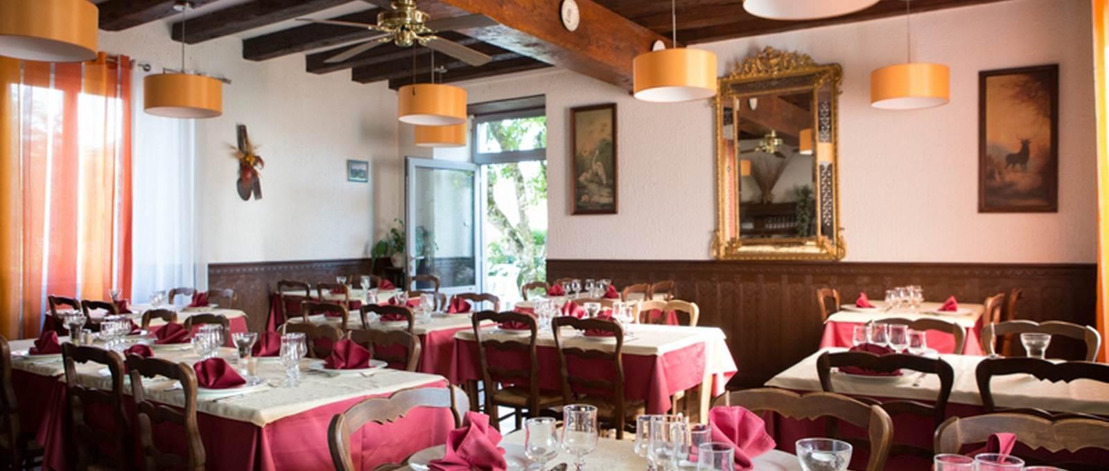 La salle de restaurant Le Sully