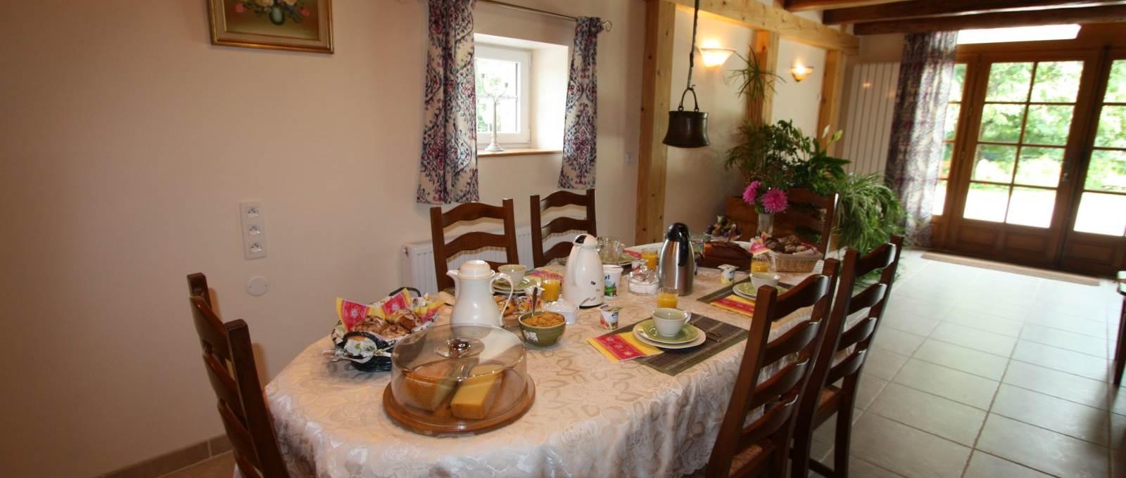 Salle du petit déjeuner à La landre la Vôge les Bains, Bains les Bains, le Clerjus, Vosges
