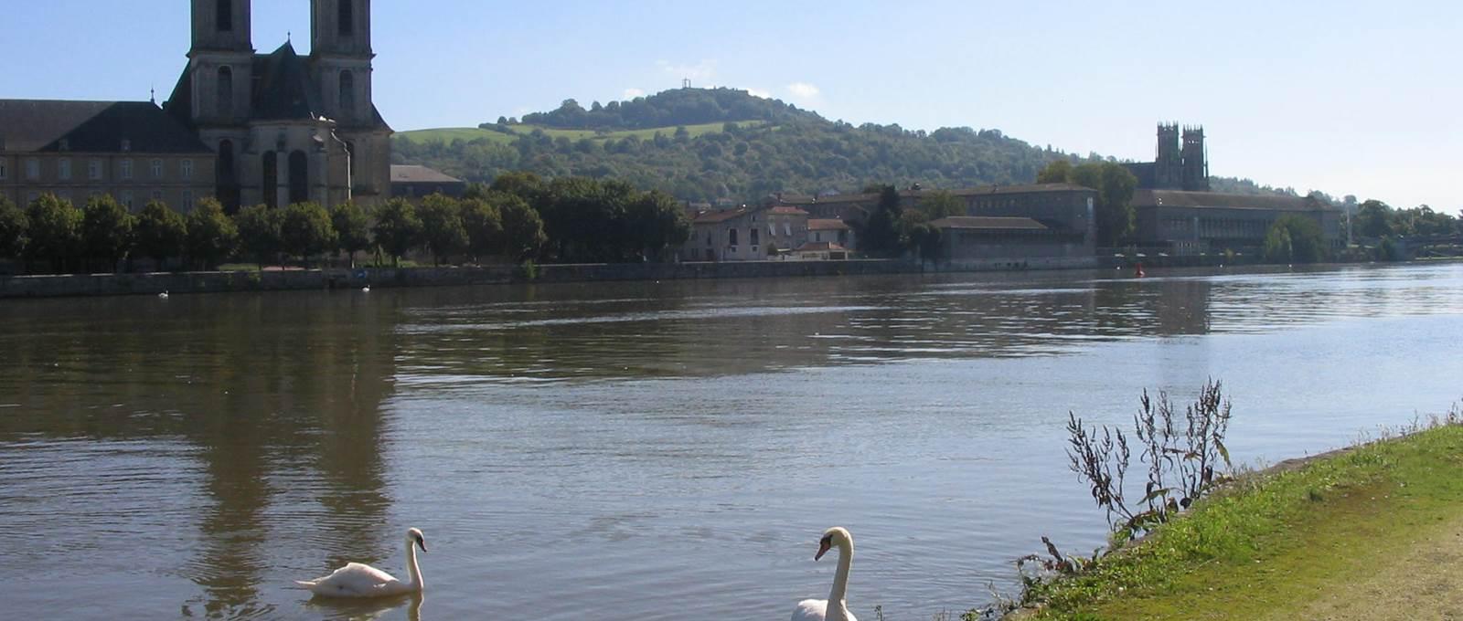 Vues des bords de Moselle Abbaye des prémontrés et Eglise Saint Martin