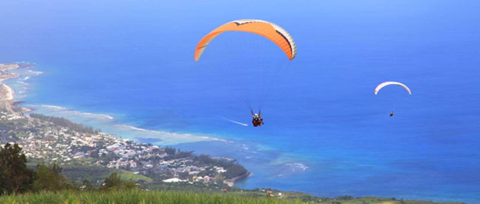 Le-parapente-–-Activité-Sportive-Réunion