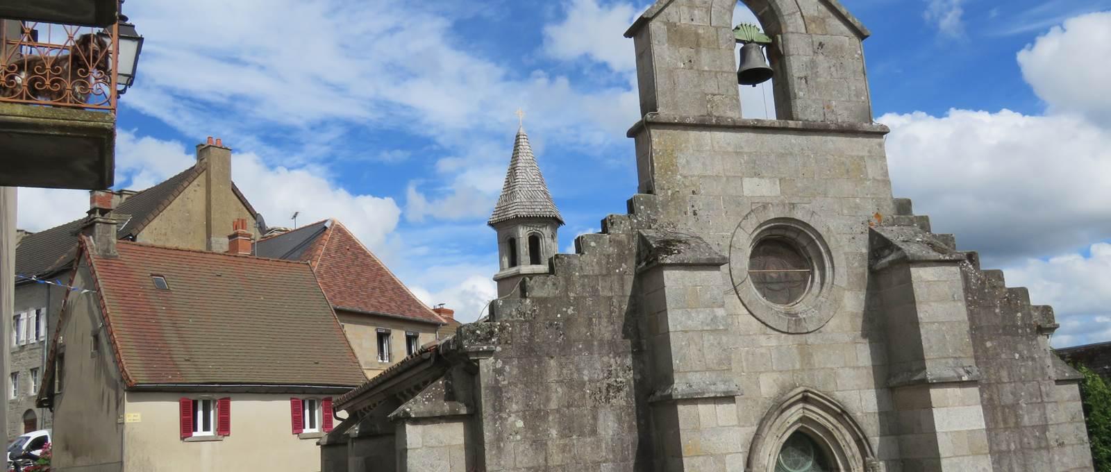 Crocq, 23260, Chapelle de la visitation avec sa lanterne aux morts.