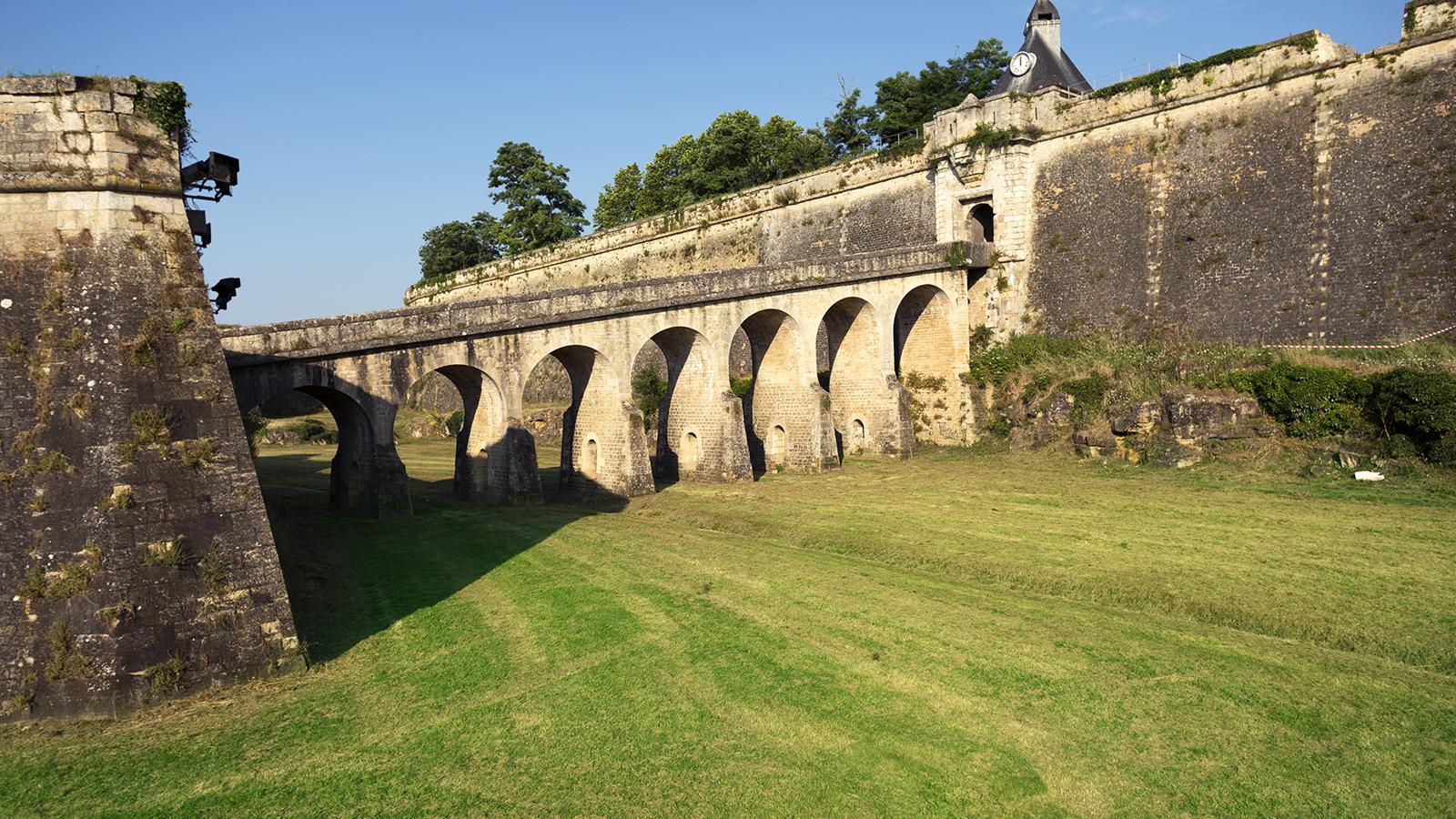 La citadelle de Blaye, le vignoble et l'estuaire de la Gironde