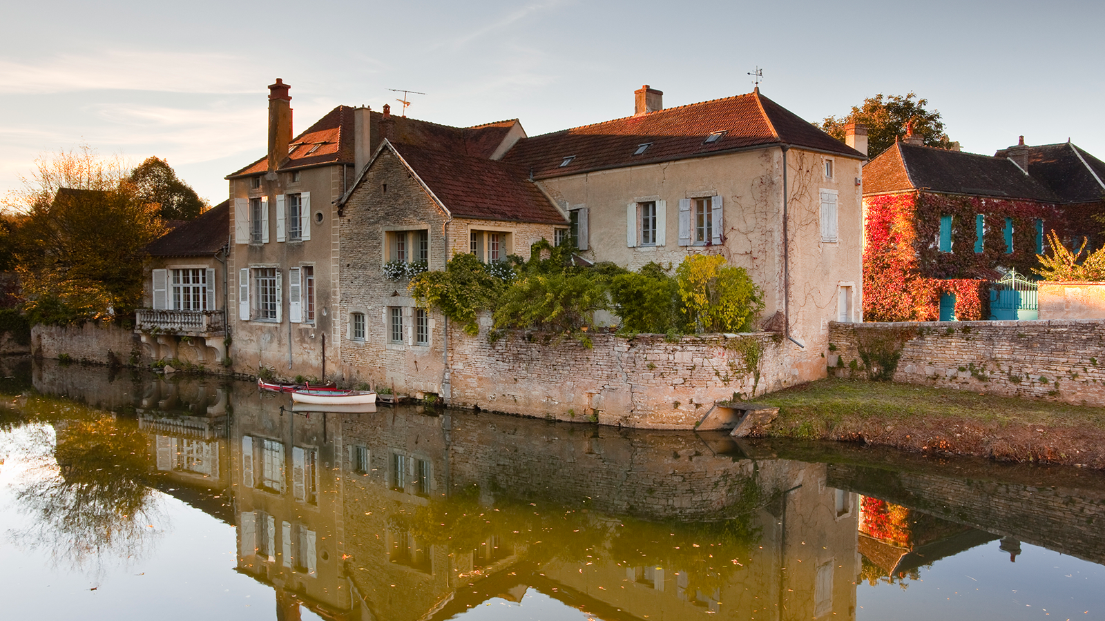 Noyers, village médiéval sur les bords du Serein