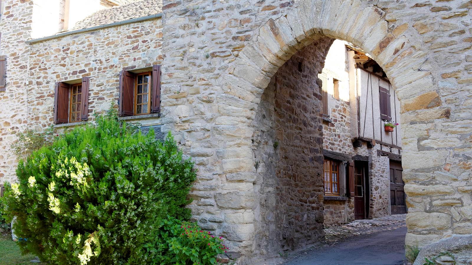 Sauveterre-de-Rouergue, bastide royale du XIIIe siècle