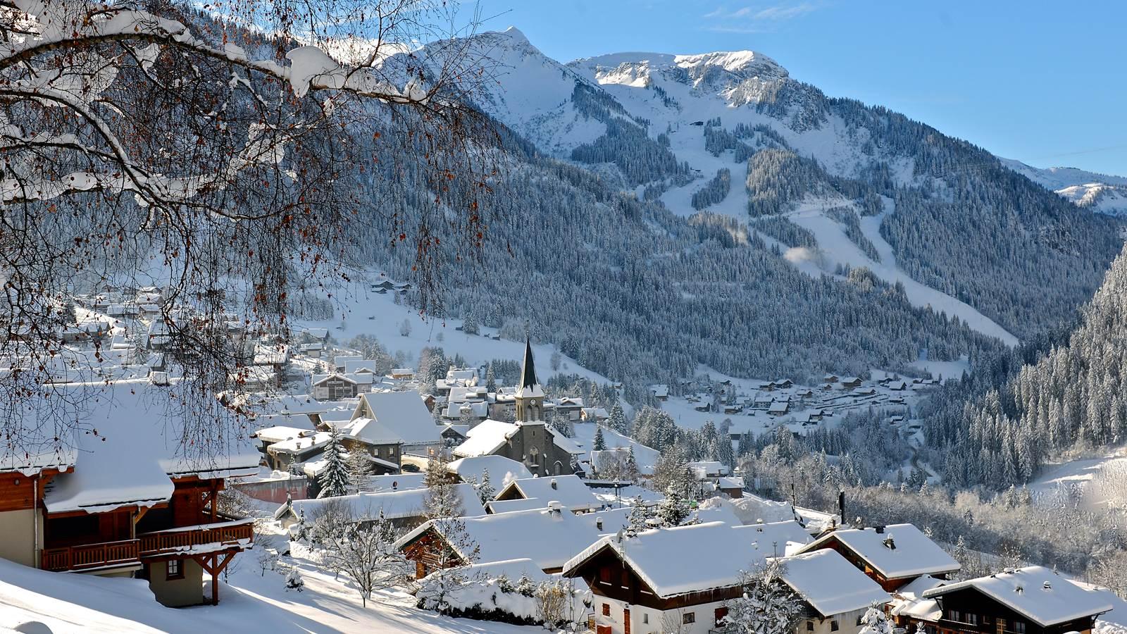 Châtel, charmante station-village dans le Chablais à la frontière franco-suisse