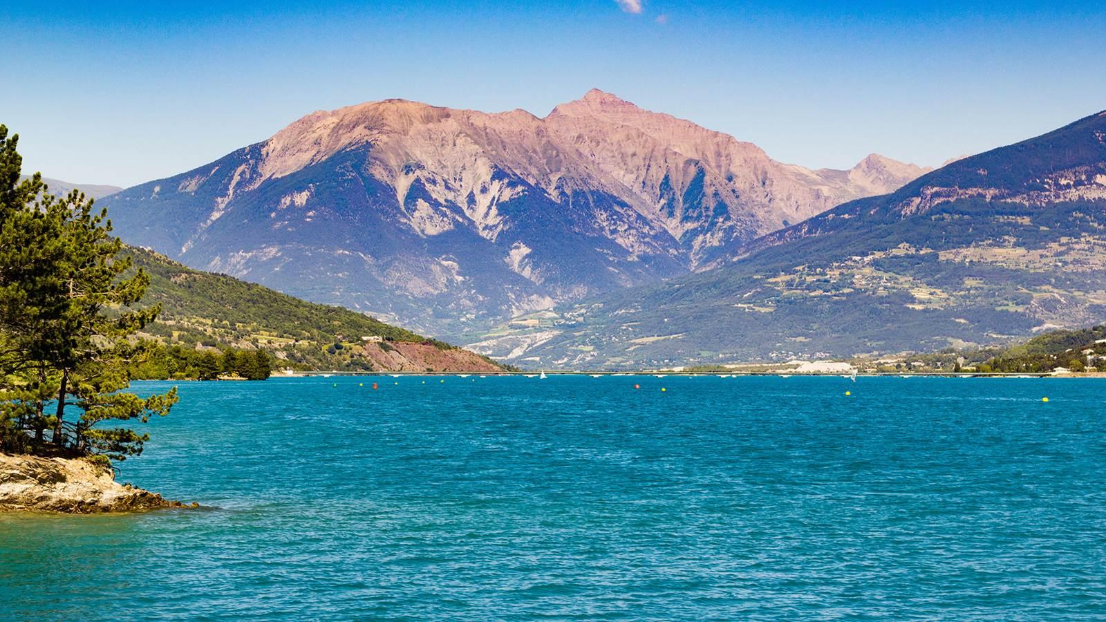 Embrun et le lac de Serre-Ponçon