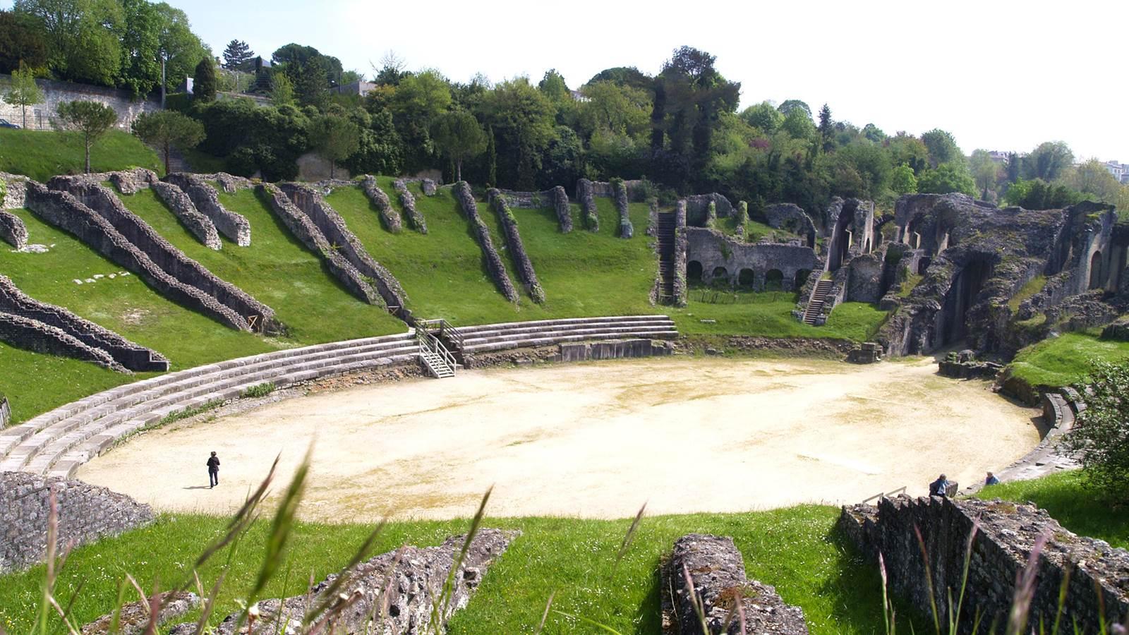 Saintes, ville d'art et d'Histoire, capitale de la Saintonge romane