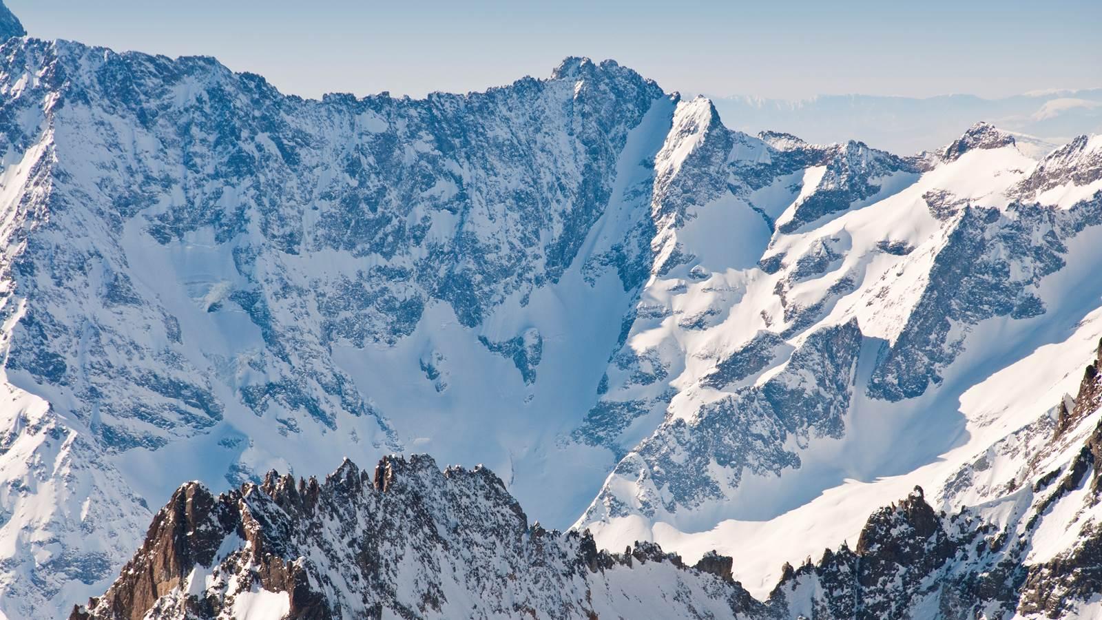 Les Deux Alpes, plus grand domaine skiable sur glacier d'Europe dans le massif des Écrins
