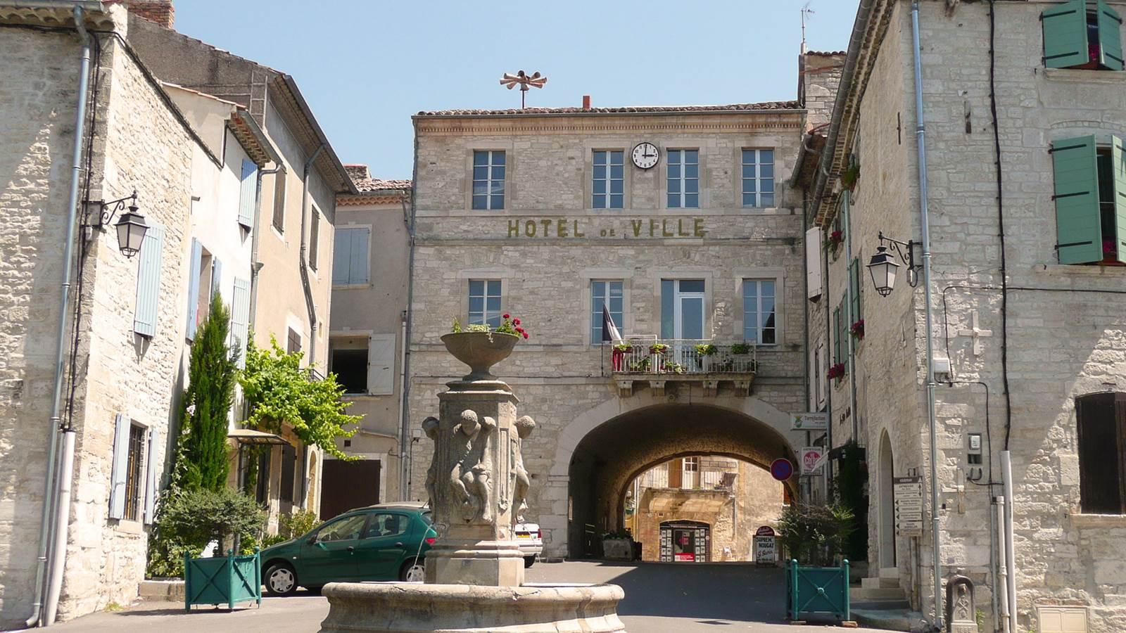 Barjac, cité Renaissance entre les gorges de la Cèze et de l'Ardèche