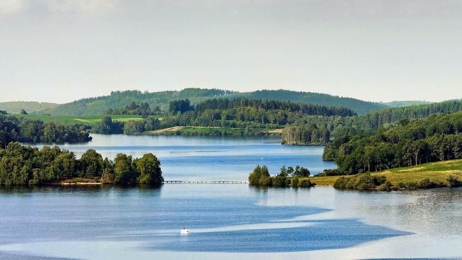 Le lac de Vassivière et le Centre international d'Art & du Paysage