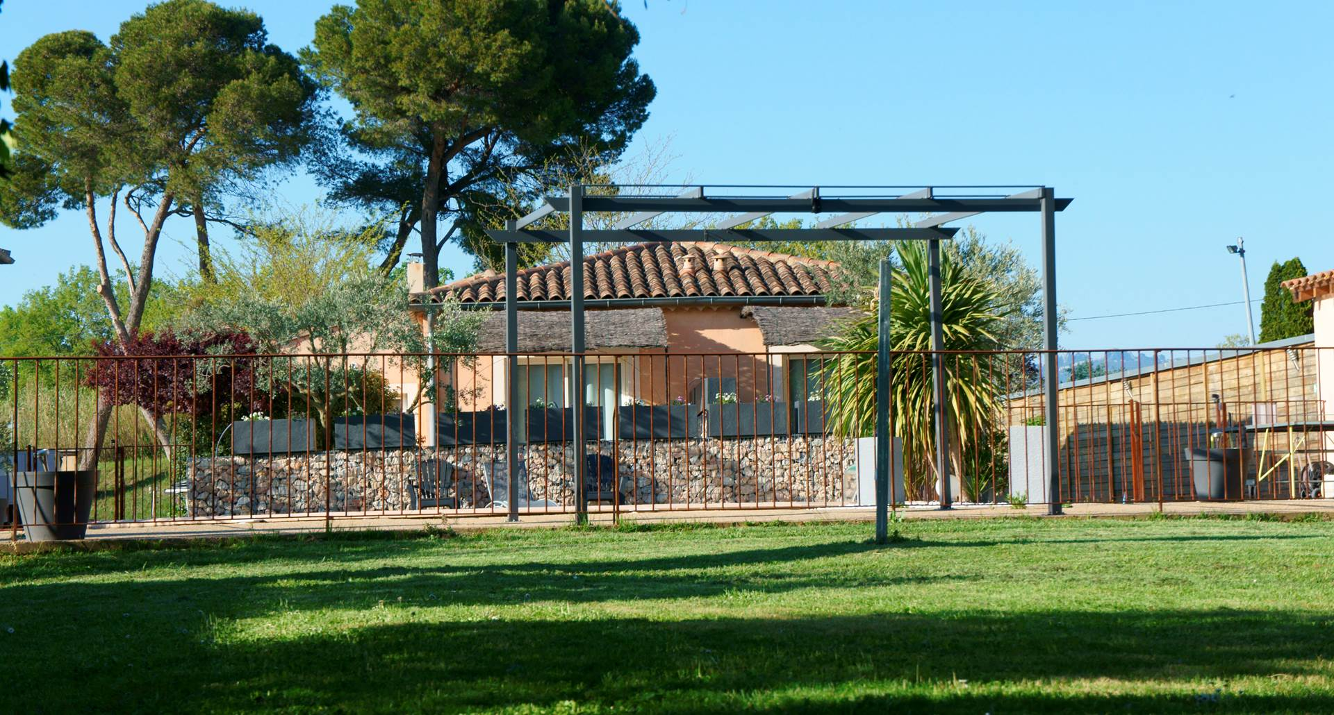 vue principale piscine hôtel résidence les peupliers