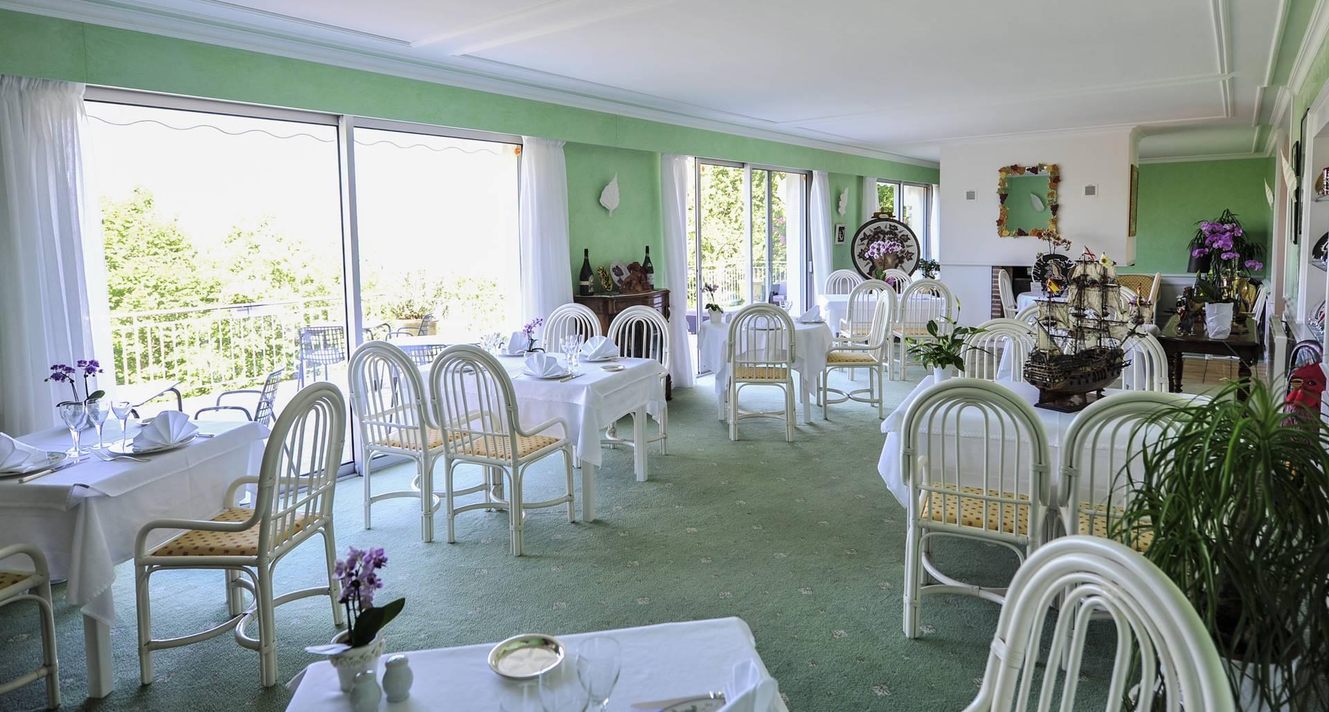 Villa Ric, table gourmande avec vue Vallée de la Dordogne