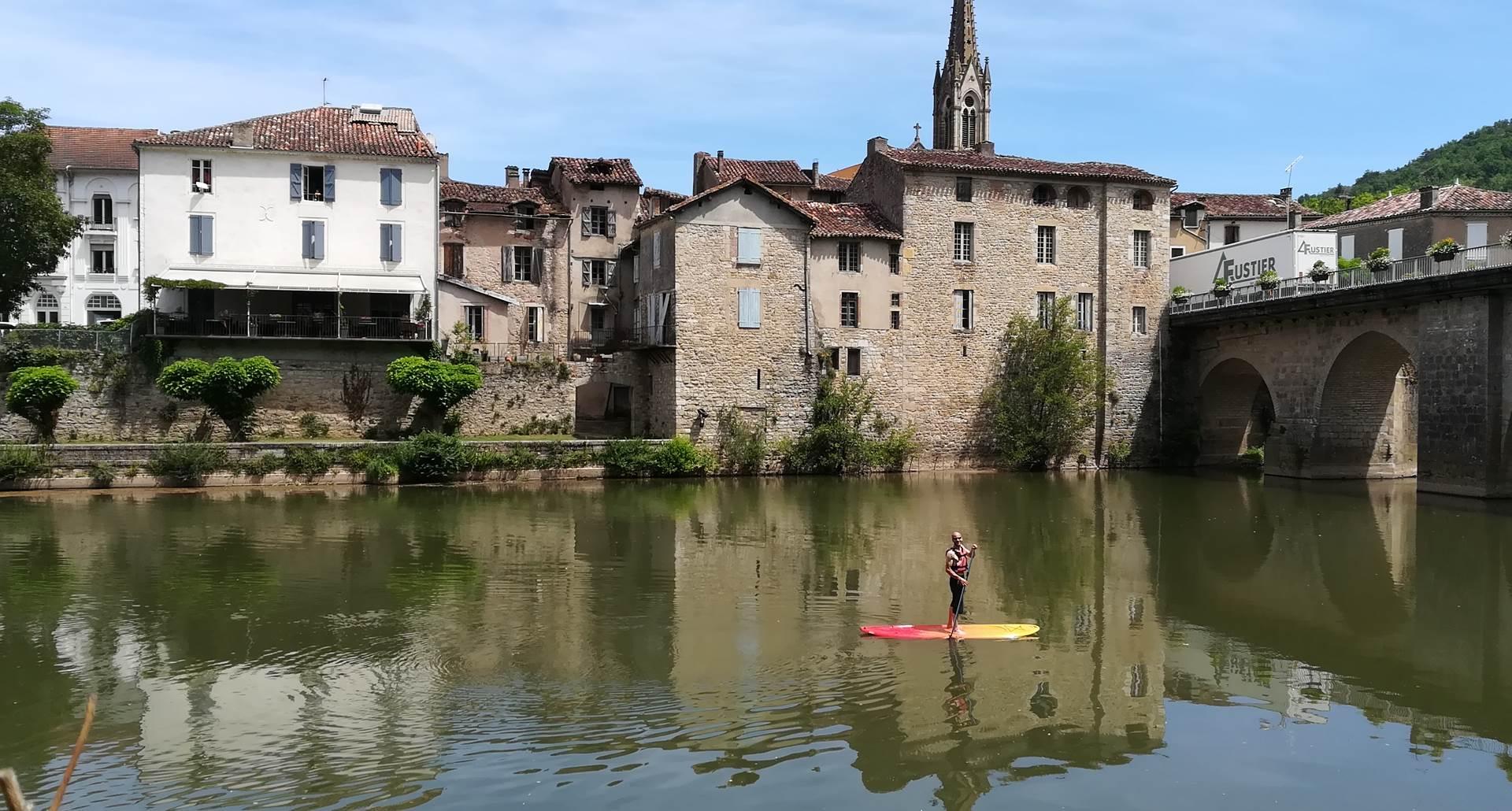 Paddle au pont de Saint antonin noble val dans les gorges de l aveyron