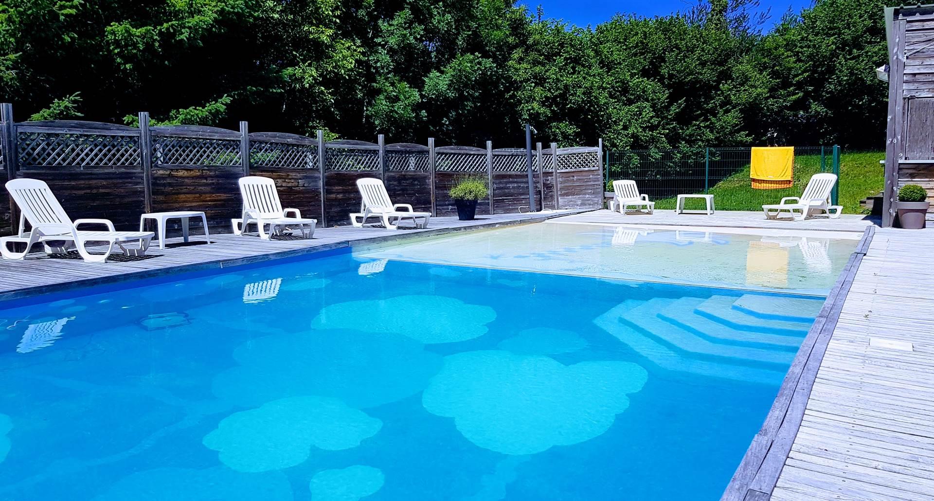 La piscine d'été au Ranch des Lacs