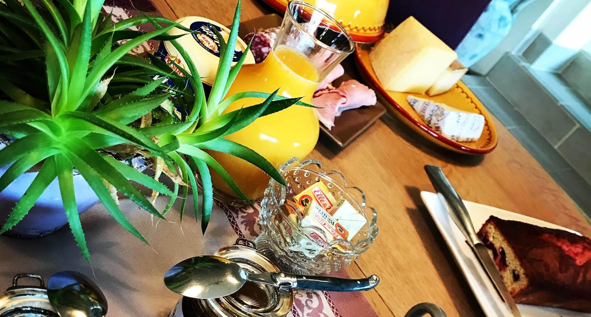 Un petit déjeuner dans la maison d'hôtes Côté Granges