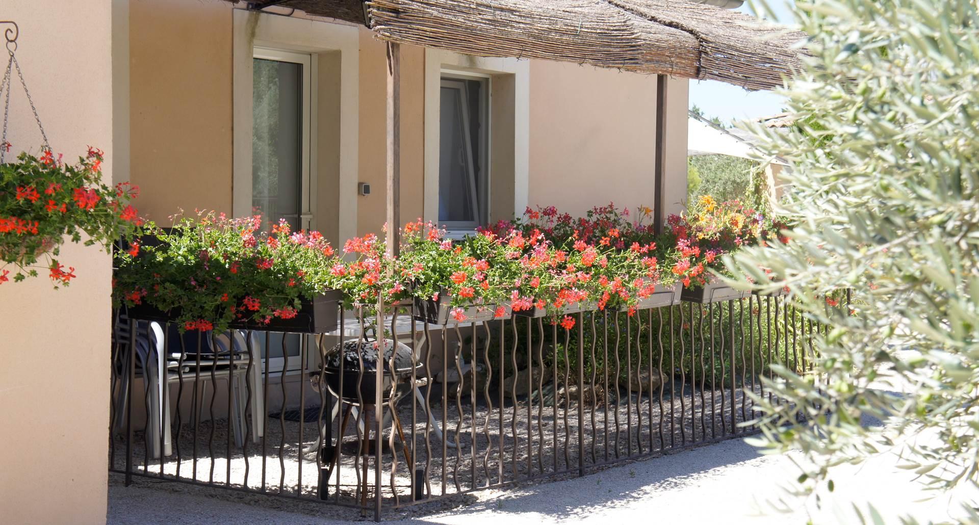 Terrasse d'un appartement de la résidence les peupliers loriot du comtat