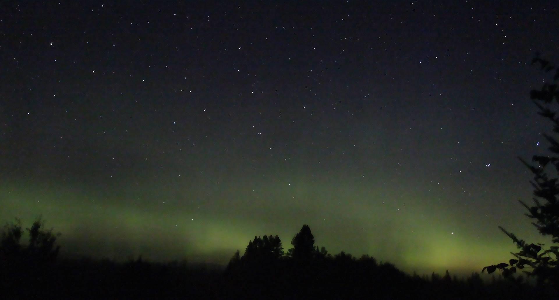 Domaine le Bostonnais aurore boréale vue du chalet L'Observatoire, hébergement La Tuque, Mauricie, Canada