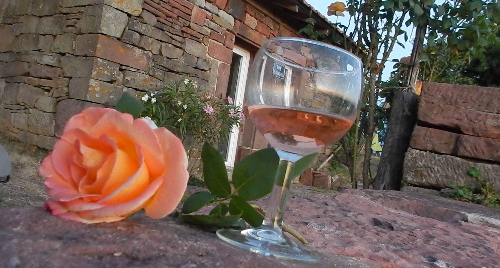 Une rose et un verre de rosé... l'heure de l'apéro a sonné !