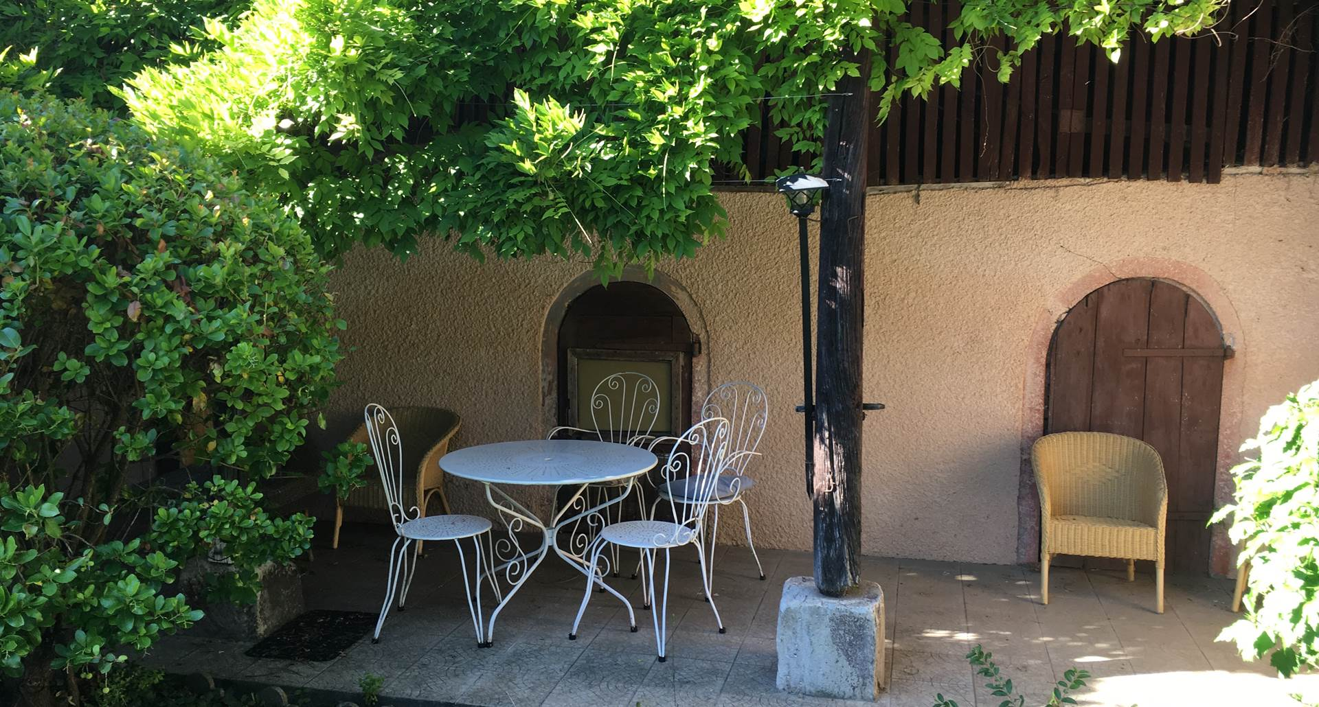 Terrasse et coin détente des chambres Florale et Bleue à Montauban en Tarn et Garonne