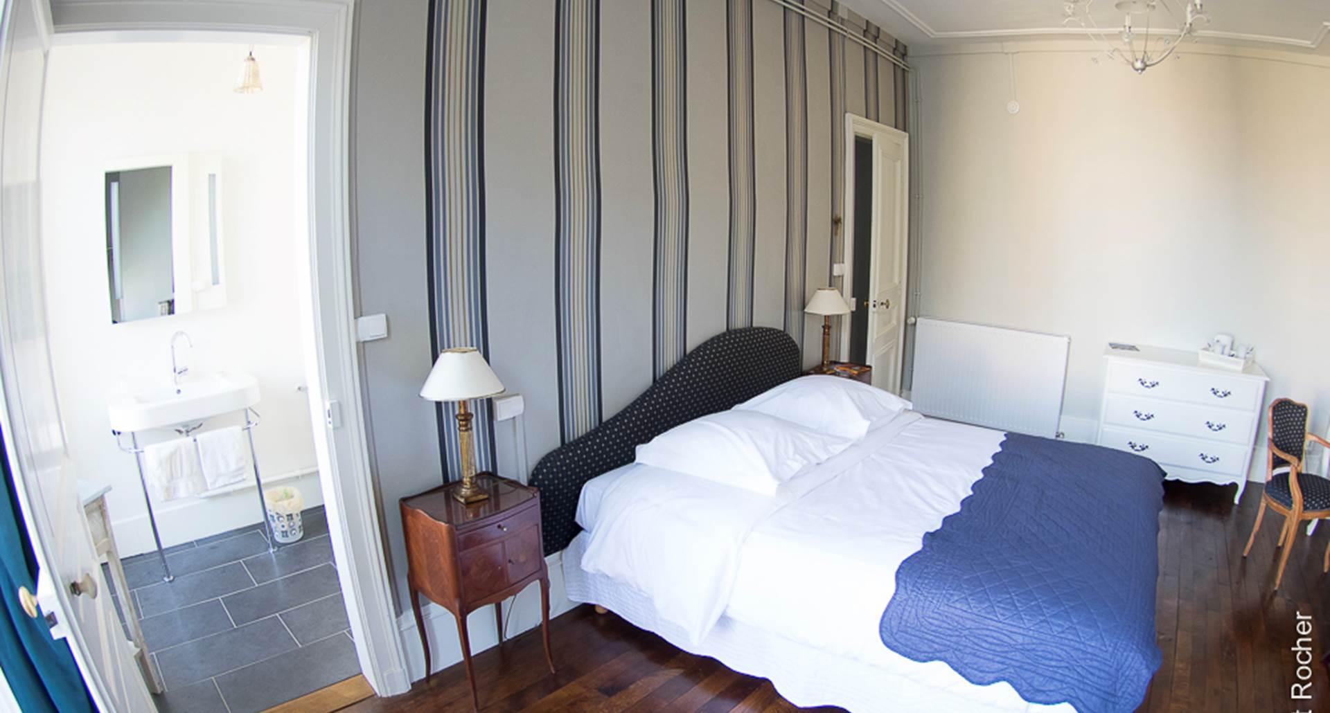 Chambre Lys Blanc - vue sur la salle d'eau