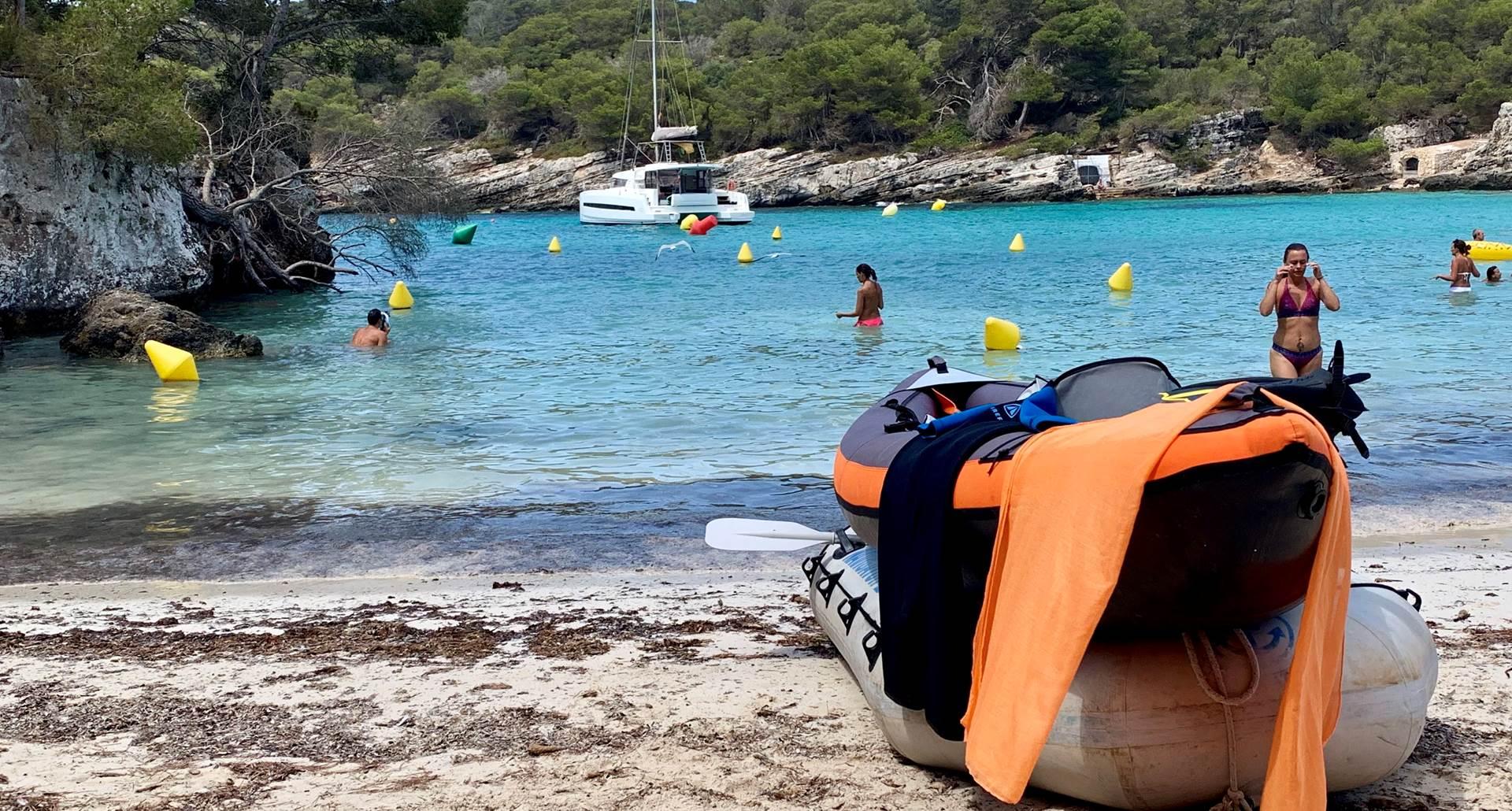 Catamaran Rina, annexe et canoë