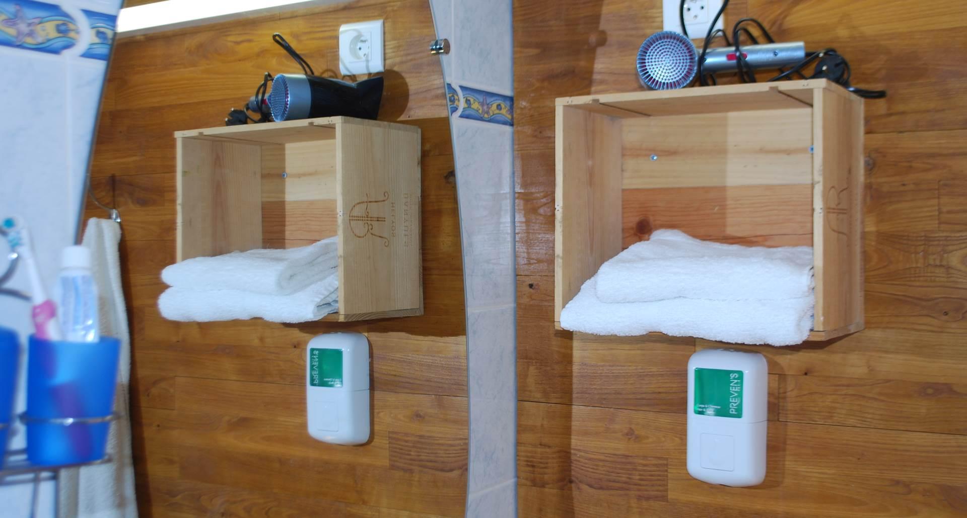 espace sanitaire Chambre l'R de Rien au Ranch des Lacs