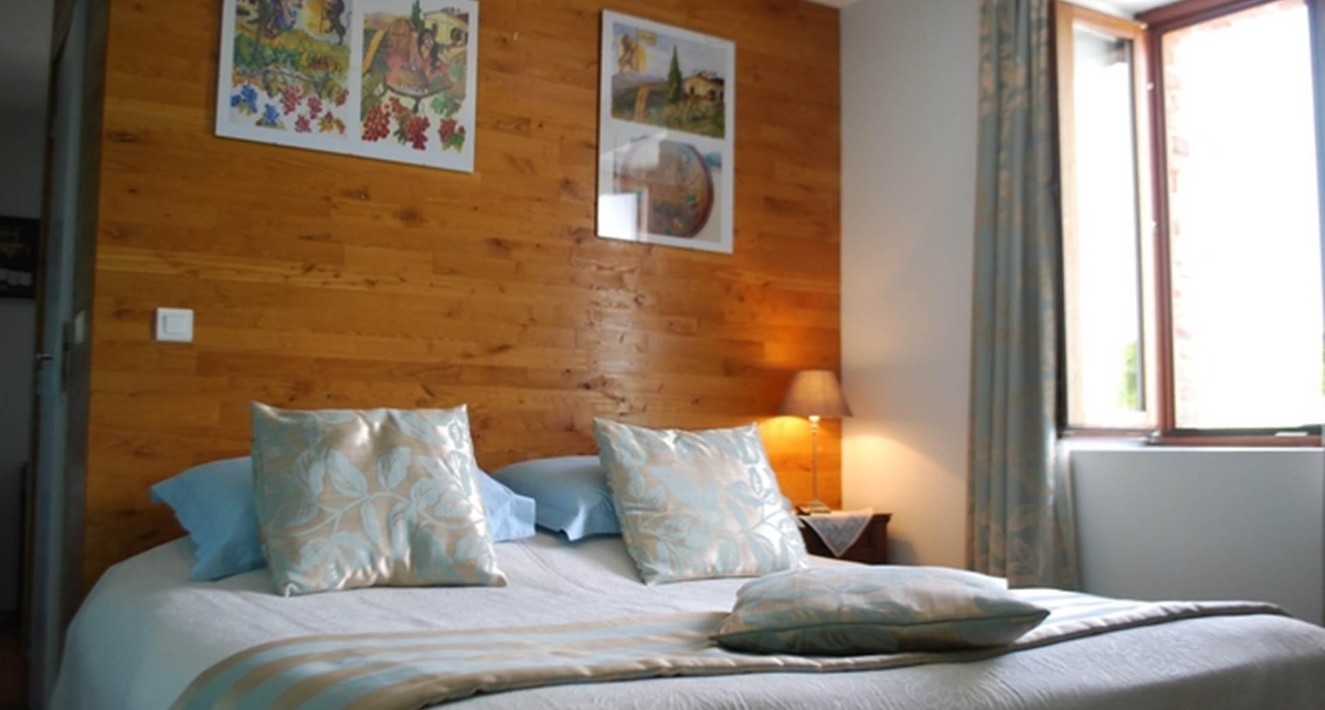 la chambre Cabanon, chambre double, lit de 1,80m x 2,00m avec vue sur la nature